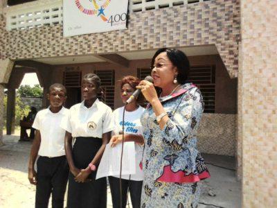 Honorable Louise Mayuma Kasende échange avec les élèves